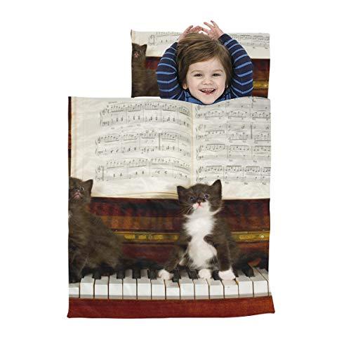 Ausklappbare Schlafmatte Eine süße Katze, die den Piano Boy spielt Kleinkind-Schlafmatte Weiche Mikrofaser Leichter Kinderschlafsack Perfekt für Vorschule, Kindertagesstätte und Übernachtungen