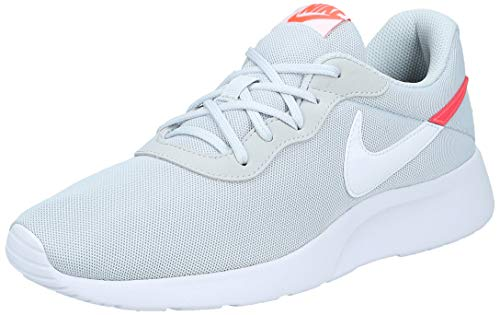 Nike Tanjun Swoosh, Zapatillas de Trail Running para Hombre, Gris (Pure Platinum/Flash Crimson/White/Black 2), 39 EU