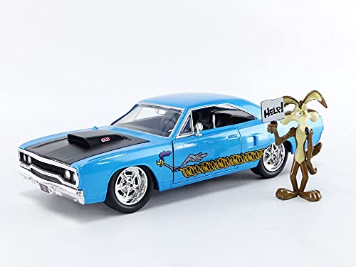 """Jada Toys Looney Tunes 1:24 1970 Plymouth Roadrunner Die-cast Car and 2.75"""""""" Wile E. Coyote Figure, Toys for Kids and Adults"""