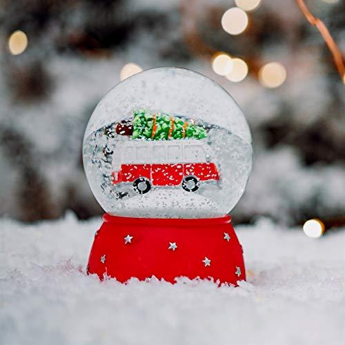 Sass & Belle Schneekugel mit Weihnachtsmotiv.
