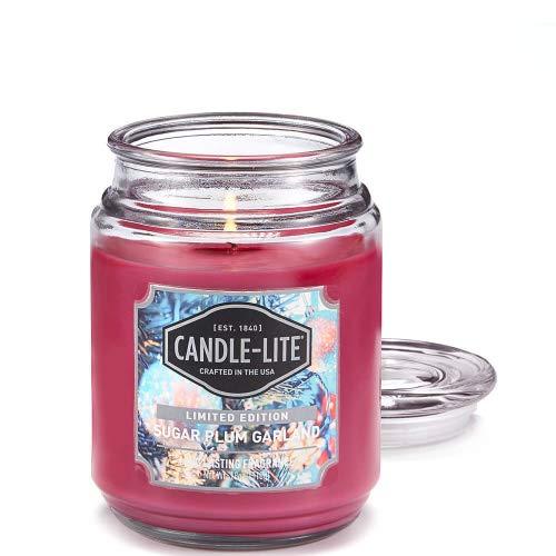Candle-lite ® Duftkerze im Glas - Sugar Plum Garland (510 g) - fruchtig-süßer Pflaumenduft für den Winter - Kerze mit bis zu 110 Stunden Brenndauer
