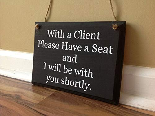 Brooer2ick Türschild mit Aufschrift with A Client, Please Have A Seat and I Will Be with You Shortly Two Sided Office Sign Business Signage, handbemalte Sprüche