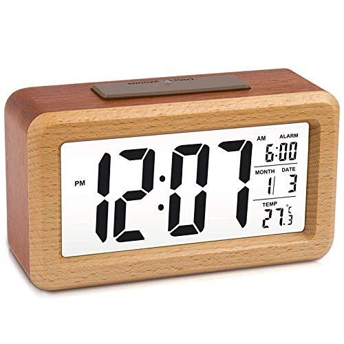 Cuasting Reloj despertador digital LED grande de madera, sensor inteligente de luz nocturna con función de repetición, fecha, temperatura, 12/24 horas conmutable