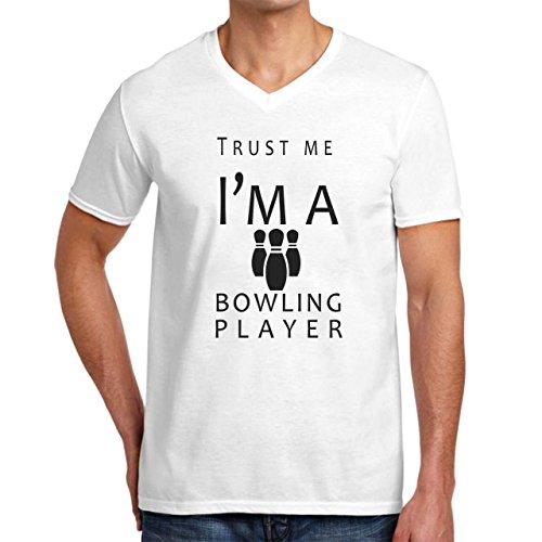 Trust Me I'm A Bowling Player Herren V-Ausschnitt Gr. L, weiß