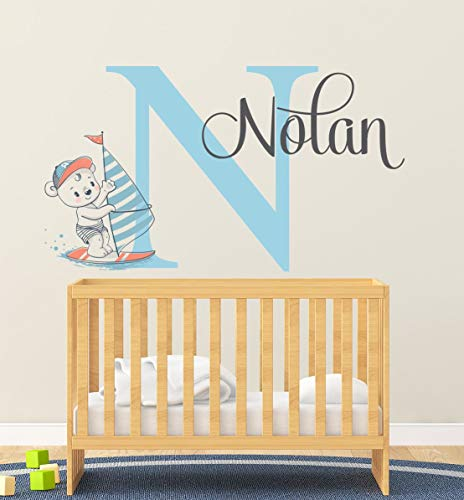 Adhesivo decorativo para pared, diseño de oso de surf con nombre de oso para habitación de bebé, vinilo, 86 cm de ancho
