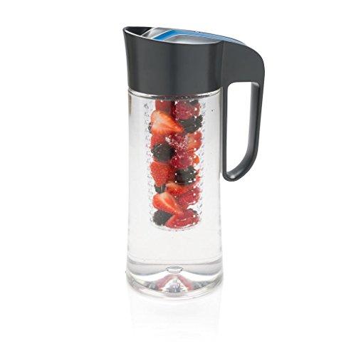 Cucina Sana, caraffa in tritan, da 2 l, con infusore, 100% priva BPA, per acqua, limonata, sidro, frutta, tè, succhi e cubetti di ghiaccio Grigio / Blu