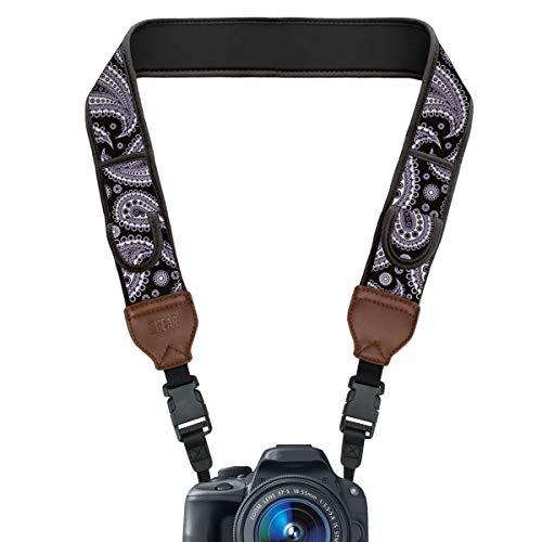 USA Gear TrueSHOT Correa Camara Reflex, Bolsillos para Accesorios y Hebillas de Liberación Rápida - Compatible con Canon, Nikon, Sony, Olympus, Pentax, Fujifilm y más - Diseño con Paisley Negro
