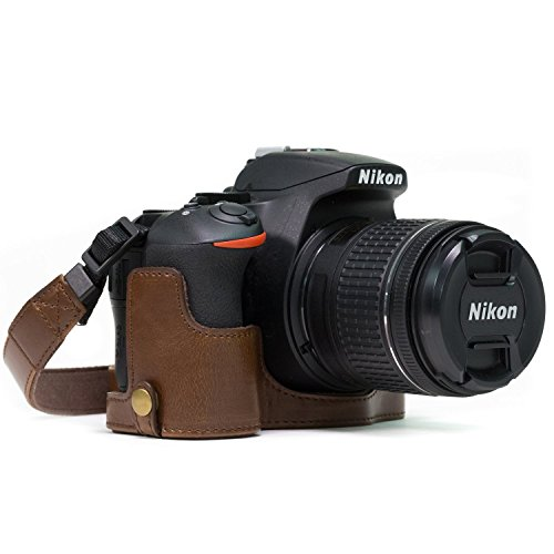 MegaGear Nikon D5600, D5500 Ever Ready Custodia metà copertura in ecopelle per Fotocamera con Tracolla - Marrone scuro - MG1171