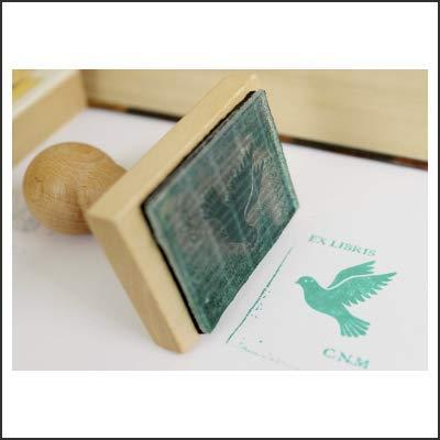 Exlibris personalizado con empuñadura en madera de Haya. Disponible presentación en caja personalizada. Ideal para regalo.