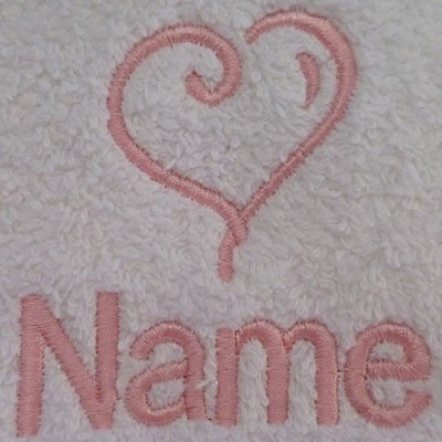 Albornoz con capucha infantil con un corazón Logo y nombre