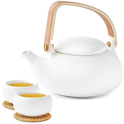 ZENS Teeservice Porzellan mit Teekanne, Chinesisch Keramik Teapot mit Sieb für Losen Tee, 800ml Matt Weiß Japanische kanne und 2 Tasse Set mit Modern Bugholz Griff & Rattan-Untersetzer