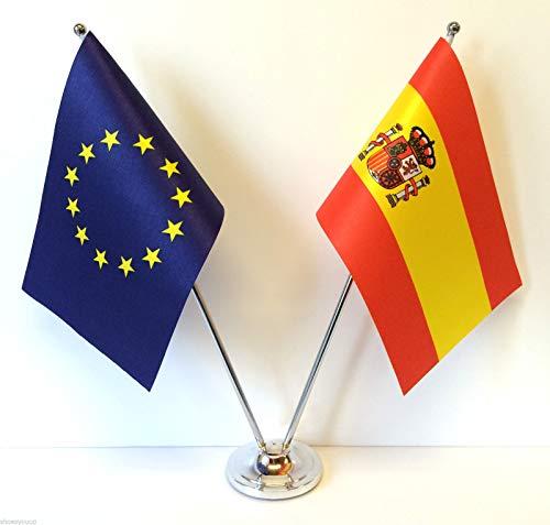 Flagmania - Banderas de la Unión Europea y España de Cromo y satén para Mesa de Escritorio + Insignia de botón de 59 mm