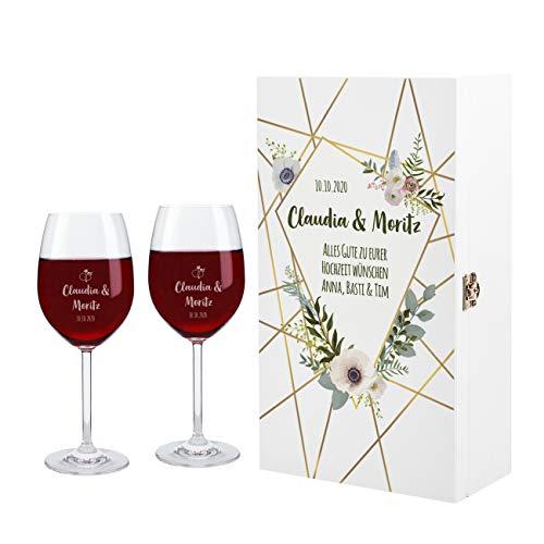 Herz & Heim® 2 Leonardo Weingläser mit Gravur wunderschönes Geschenk zur Hochzeit mit weißer Premium Verpackung Blumen