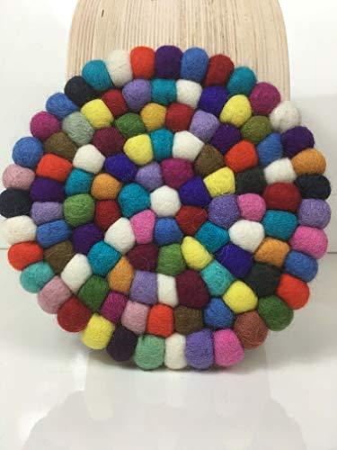 maylow Yoga mit Herz felticrafts Topf Untersetzer aus Filz Handmade Bunte Filzkugeln 16,5 x 16,5 cm (kunterbunt - rund, Ø 20 cm)