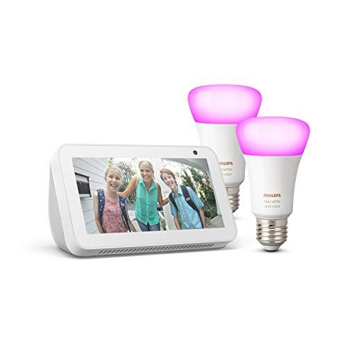 Echo Show 5, Bianco + Lampadine intelligenti a LED Philips Hue White & Color Ambiance, confezione da 2 lampadine, compatibili con Bluetooth e Zigbee (non è necessario un hub)