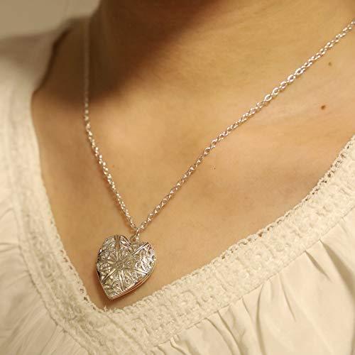 Yienate - Collana a forma di cuore apribile con ciondolo a forma di cuore intagliato con fiori incisi, per donne e ragazze, colore: argento