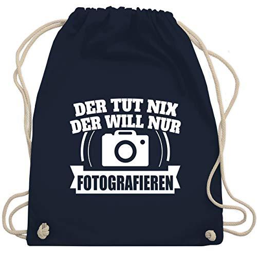 Shirtracer Sprüche - Der tut nix der will nur Fotografieren - Unisize - Navy Blau - turnbeutel spruch - WM110 - Turnbeutel und Stoffbeutel aus Baumwolle
