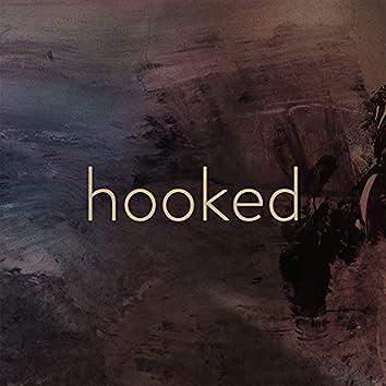hooked (feat. Caroline Alves)