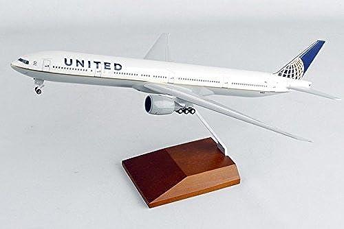 B777-300ER (United) N58031 W Wood Stand (Skymarks Models SKR5103) 1 200 Prebuilt