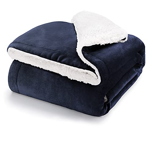 Blumtal Flauschige Sherpa Kuscheldecke – hochwertige Wohndecke, super weiche Fleecedecke als Sofaüberwurf, Tagesdecke oder Wohnzimmerdecke, 150 x 200 cm, Dark Ocean Blue - blau