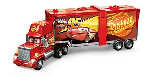 Mattel FPK72 - Disney Pixar Cars 2 in 1 Macks Mega Rennwelt Spielzeug Transporter, Rennbahn und Truck mit Lichtern und Geräuschen, Kinder Spielzeug ab 4 Jahren