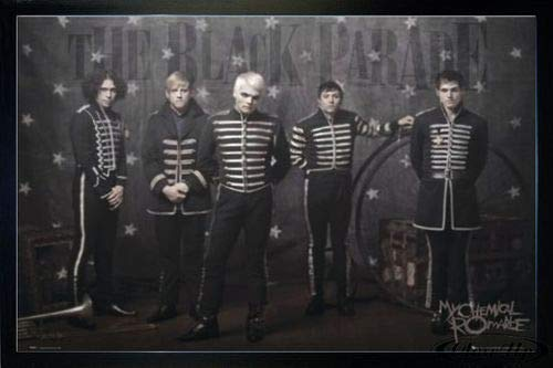 Close Up My Chemical Romance Poster (96,5x66 cm) gerahmt in: Rahmen schwarz