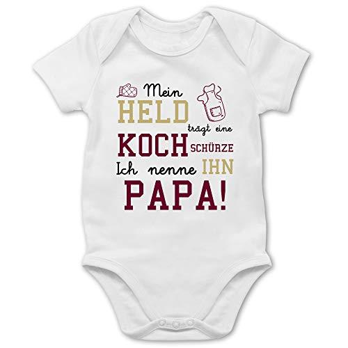 Shirtracer Sprüche Baby - Mein Held trägt eine Kochschürze - 3/6 Monate - Weiß - koch Baby - BZ10 - Baby Body Kurzarm für Jungen und Mädchen