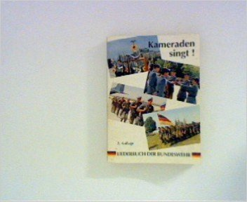Kameraden singt! Liederbuch der Bundeswehr. von Führungsstab der Streitkräfte (Herausgeber),,Bundesministerium für Verteidigung (Herausgeber) ( 1991 )