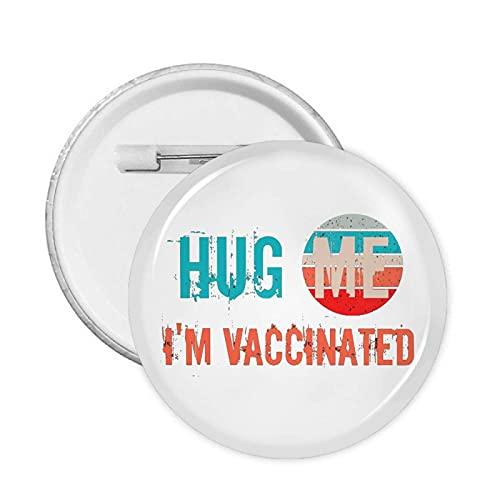 Hug Me Anstecknadel mit Aufschrift