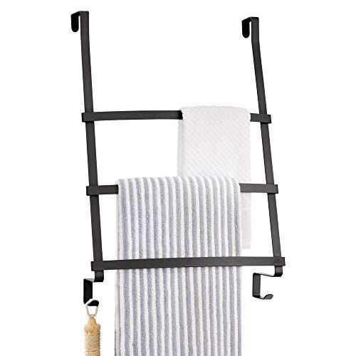 mDesign Türgarderobe – Handtuchhalter ohne Bohren für das Bad – Handtuchleiter zum Hängen mit 3 Stangen und 2 Haken – auch als Flurgarderobe geeignet – schwarz