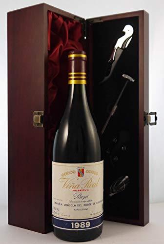 Rioja Reserva 1989 Vina Real CVNE en una caja de regalo forrada de seda con cuatro accesorios de vino, 1 x 750ml