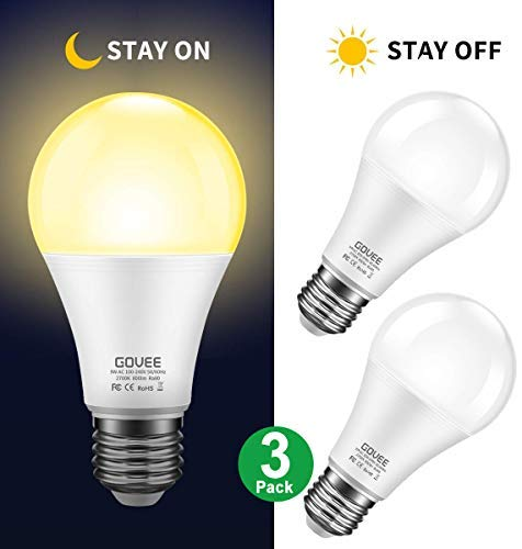 Sensor Light Bulbs Dusk to Dawn Light Bulb, Govee 7W Smart Automatic LED Bulbs with Auto on/Off, Indoor/Outdoor Lighting Lamp for Porch, Hallway, Patio, Garage (E26/E27, Soft White, 3 Pack)