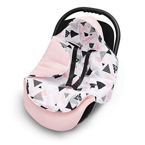 EliMeli EINSCHLAGDECKE für Babyschale Baby Decke für Autositz und Kinderwagen aus Waffelstoff und Baumwolle mit Füllung, universal z.B. Maxi Cosi Kinderwagendecke (Rosa - Dreiecke)