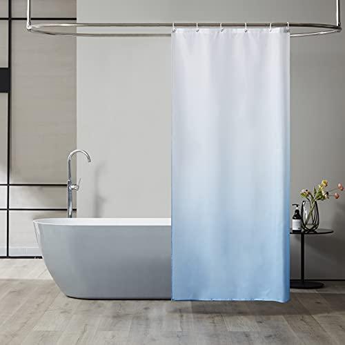 Furlinic Schmal Duschvorhang Badvorhang Textil aus Polyester Stoff Schimmelresistent Wasserabweisend Waschbar für Eck Dusche Kleine Badewanne Weiß nach Hellblau 90x180 mit 6 Duschringen.