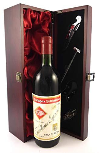 Rioja 1966 Bodegas Bilbainas Vendimia Especial en una caja de regalo forrada de seda con cuatro accesorios de vino, 1 x 750ml