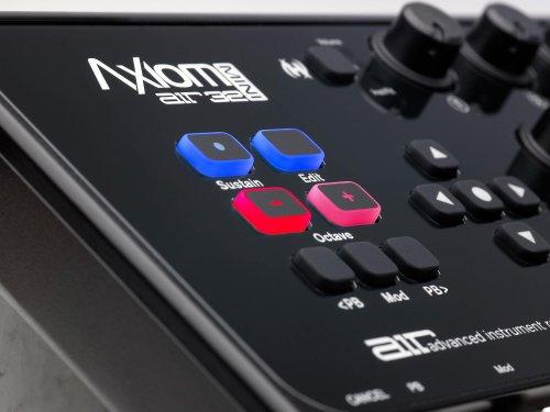 M-Audio Axiom Air Mini 32 - Clavier Maître MIDI 32 Touches Sensibles à La Vélocité et 8 Pads Sensibles avec ProTools | First, Eleven Lite, Ableton Live Lite & Xpand!2 d'Air Music Tech
