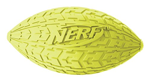 Nerf Dog Trax Tire Squeck Football, 2 Stück, Farblich Sortiert