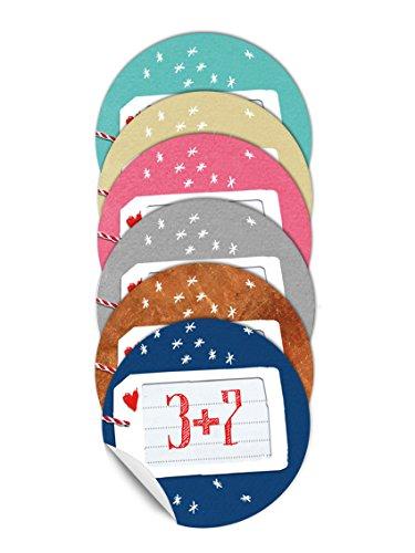 24 Bunte Adventskalenderzahlen mit Rechenaufgaben für Kinder und Erwachsene, Selbstklebende Aufkleber in Geschenkanhänger Optik mit Sternchen, 40mm - farbig