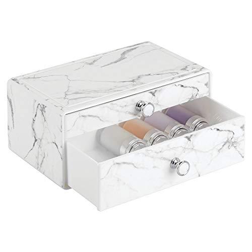 mDesign stapelbare Schminkaufbewahrung für Wasch- oder Schminktische – Aufbewahrungsbox mit 2 Schubladen aus Kunststoff für Make-up – Kosmetik Organizer mit Knauf und Marmormuster – weiß und grau