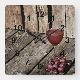 Copa de vino tinto y uvas en el reloj de pared cuadrado de la textura de madera, funciona con pilas sin garrapatas arte silencioso reloj de pared decorativo