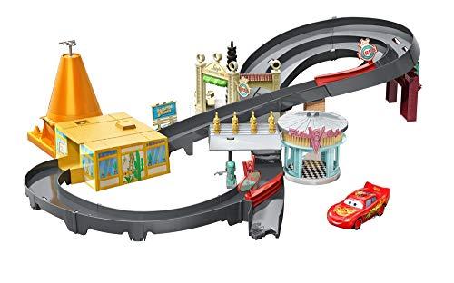 Disney Pixar Cars Coffret Course de Voitures Dans Radiator Springs avec Véhicule Flash Mcqueen, Jouet pour Enfant, Ggl47