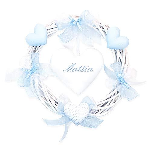 Coccole- Fiocco nascita ghirlanda in vimini con applicazione e nome personalizzato in confezione regalo (Azzurro)