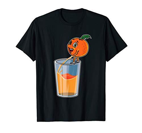Orange pinkelt in ein Glas   Frischer Orangensaft T-Shirt