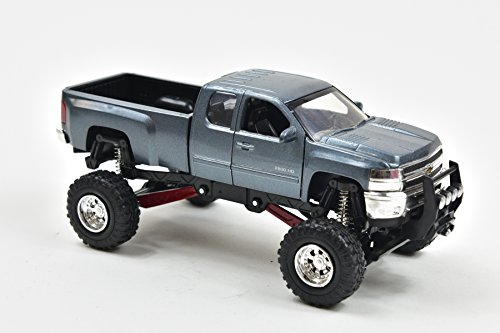 New Ray Silverado 2500 Hd Die Cast Chevrolet with Suspension 1/32° 54526 Blue