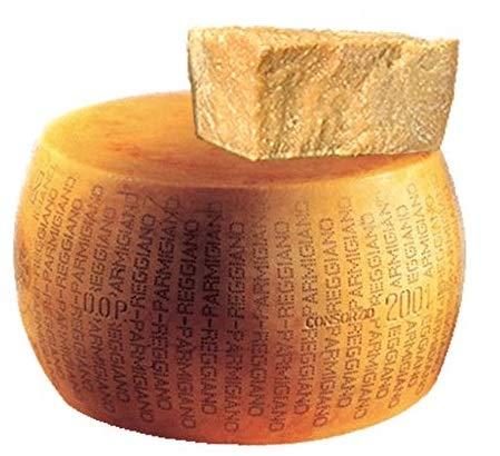 Parmigiano Reggiano DOP 'Saliceto' Forma intera, di collina, invecchiato 24 mesi peso circa 39 Kg. coltello...