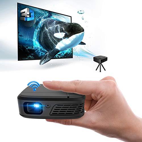 ポータブルミニWifiプロジェクター 1080P 3D映画  HDMI   USB   Airplay Miracast  自動台形補正をサポート、充電式DLPプロジェクター スピーカーを内蔵 屋内&屋外ビデオ TVボックス DVD ブルーレイプレーヤー ラップトップ タブレット PC Mac Rokuスティックの用