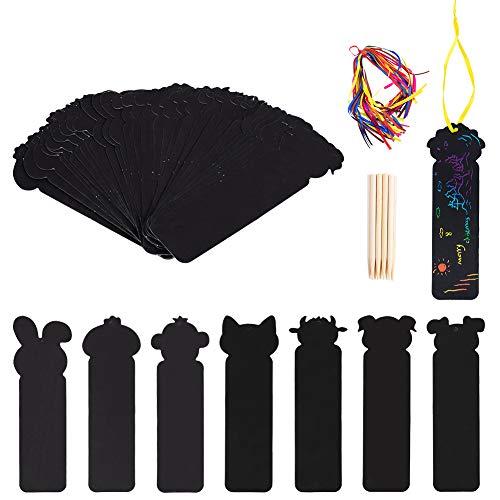 NBEADS 48 Fogli di Carte Segnalibro Arcobaleno Scratch Art, 48 Pezzo di Nastri Colorati E 24 Pezzi di Bastoncini di bambù Tema Animale Segnalibri Arcobaleno Kit per La Creazione