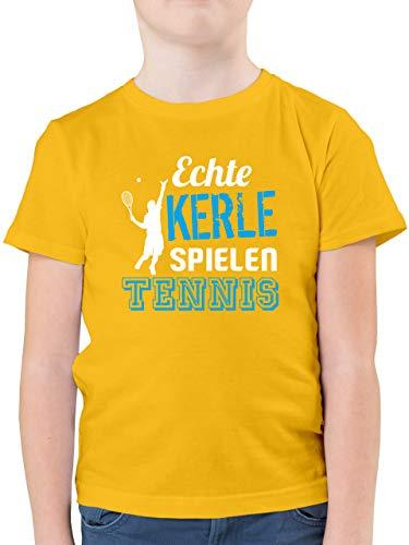 Sport Kind - Echte Kerle Spielen Tennis - 152 (12/13 Jahre) - Gelb - Tennis t Shirt Kinder - F130K - Kinder Tshirts und T-Shirt für Jungen
