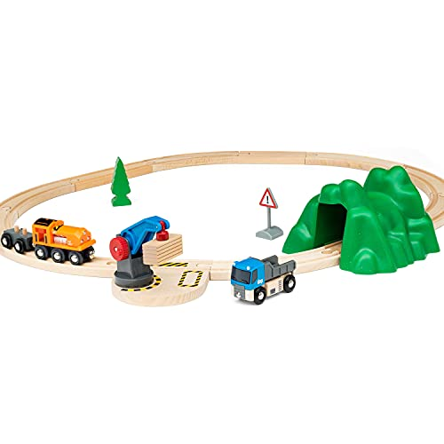 BRIO World 33878 - Starterset Güterzug mit Kran - Der ideale Einstieg in die BRIO Holzeisenbahn - Empfohlen für Kinder ab 3 Jahren