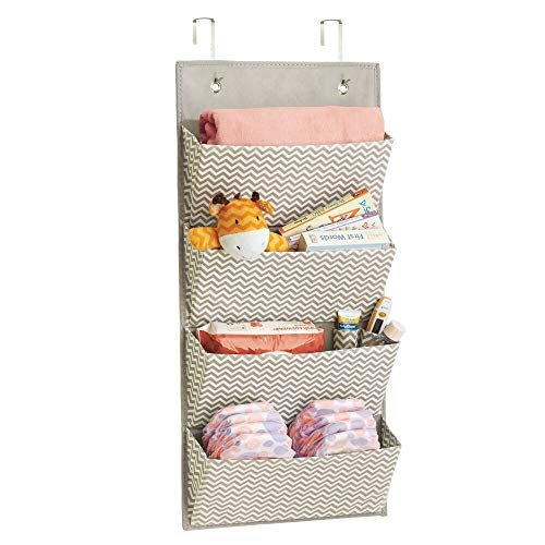 mDesign estanteria colgante para organizar la ropa de bebe - Organizador de ropa color gris oscuro/natural para colgar en su armario - Con 4 compartimentos